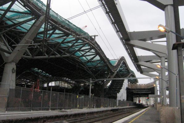 Work on the roof over platforms 13/14