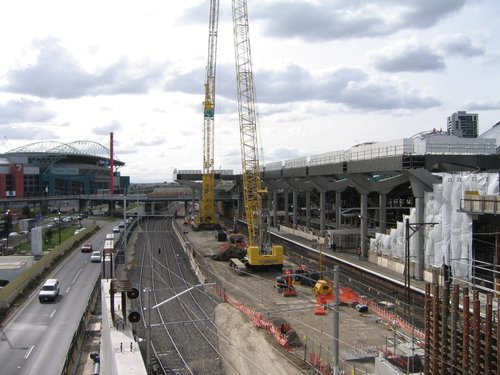 Two mobile cranes for building the deck over future platform 15/16