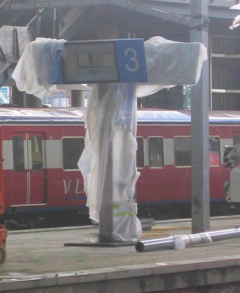 New 'Southern Cross Station' sign covered in bubble wrap on platform 3 and 4