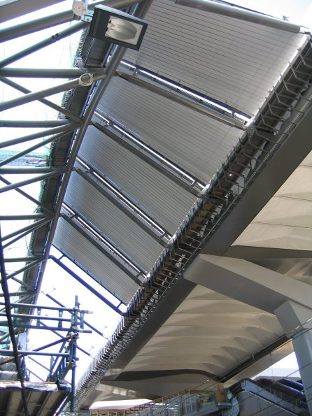 The join between the main roof, and the plinth over platforms 13 - 16