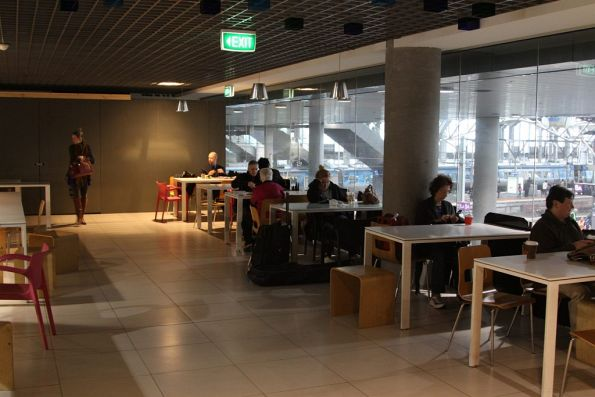 Southern Cross food court on the mezzanine floor: only two stores left after former operator Delaware North bailed