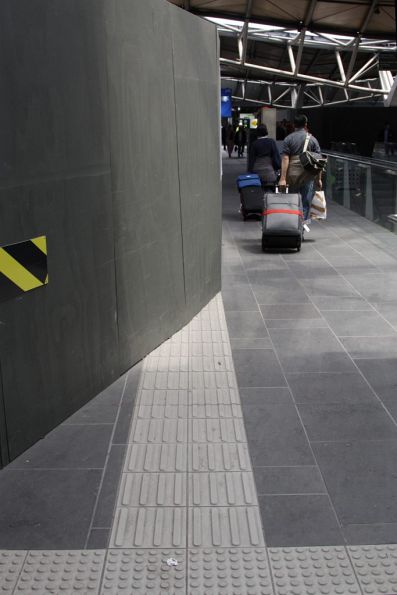 The other end of the evil tactile path: the only access at the south end of the station for vision impaired people