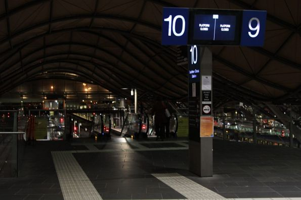 Platforms 9 and 10 closed at Southern Cross, but no barriers to blocking access