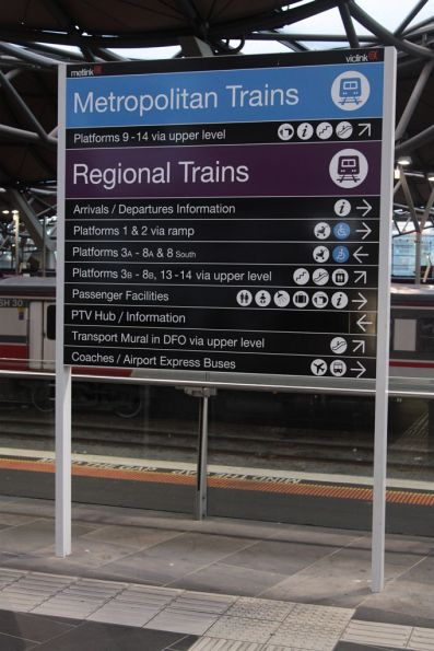 'Transport Mural in DFO via upper level' on a directional sign inside the station