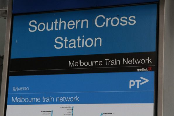 Mix of Metlink and PTV branding on directional signage