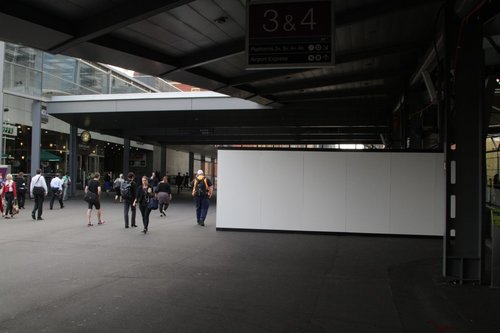 Work starts on the new shops that will obstruct the Bourke Street bridge