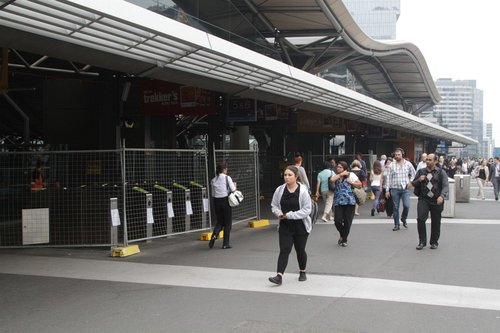 Second bank of four myki gates, east of the entrance to platforms 5 and 6