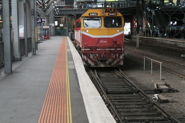 N460 runs around a carriage set at Southern Cross platform 8