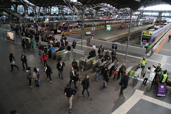 Plenty of passengers exiting a V/Line train at Southern Cross Station