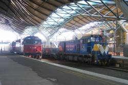T385 in WCR livery on a construction train