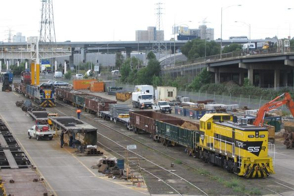 SSR T376 and CFCLA T class at the Creek Sidings
