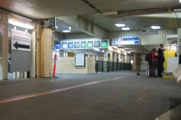 Entrance to the suburban paid area from the main station subway
