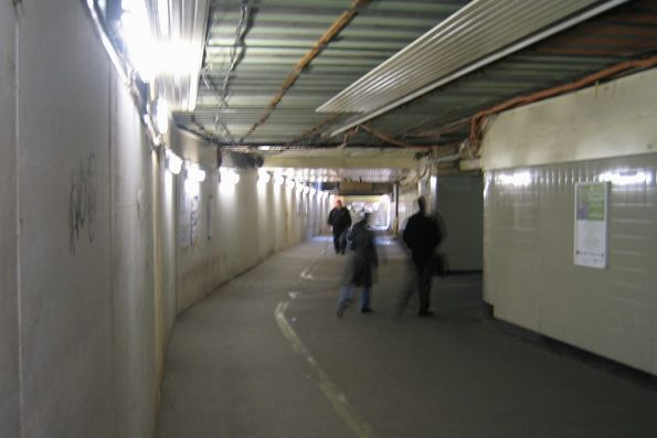 Suburban subway, ramp for platform 9/10 to the right