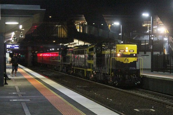 T357 leads B74 and X31 on the up at Sunshine