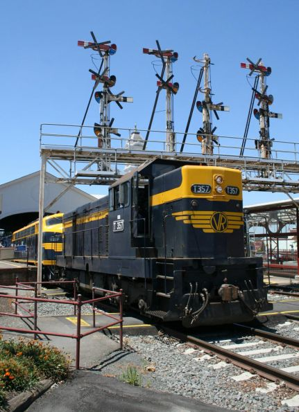 T357 and B74 run around at Ballarat