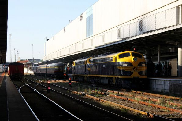 S303 and B74 run around the train at Southern Cross