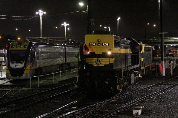 X31 and B74 shunt back onto the train after running around at Southern Cross