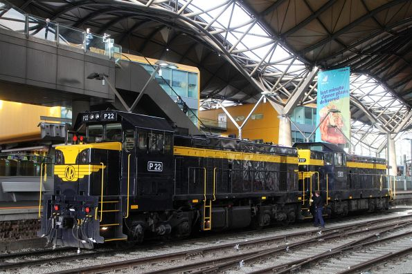 P22 and T357 run around the train at Southern Cross platform 2