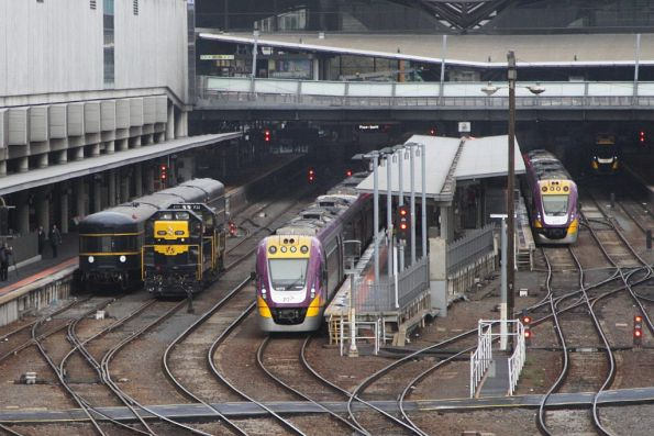 T357 and P22 run around the carriages at Southern Cross