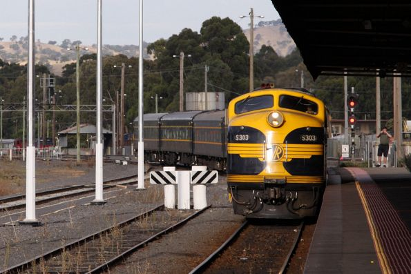 S303 leads the consist in the platform at Seymour, having been delayed by a few late running V/Line services