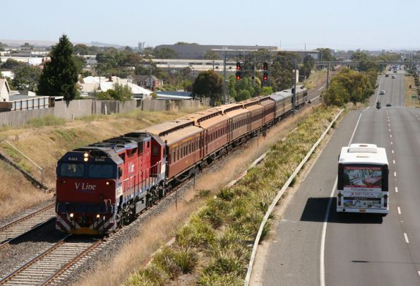 The train arrives into Geelong with N464 in the lead
