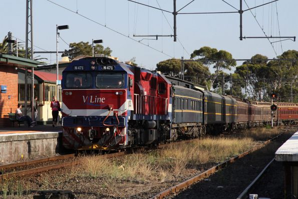 Arrival into Essendon on the up from Seymour