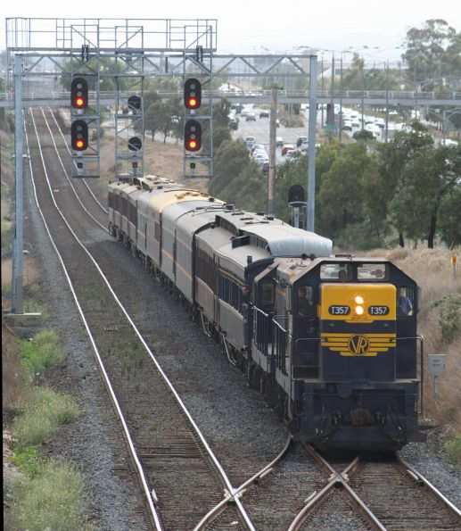 T357 - T320 on SRHC's 'Hills to the Bay' tour arrive into Geelong