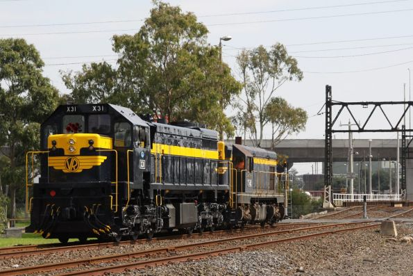 X31 and T413 approach South Dynon loco