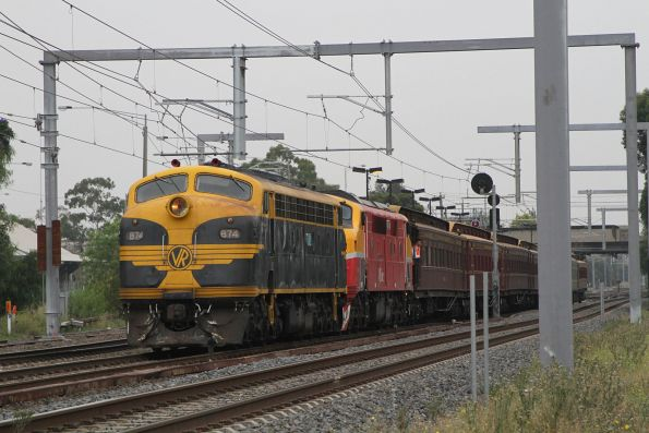 B74 leads A66 through Albion on the up empty car move to Southern Cross