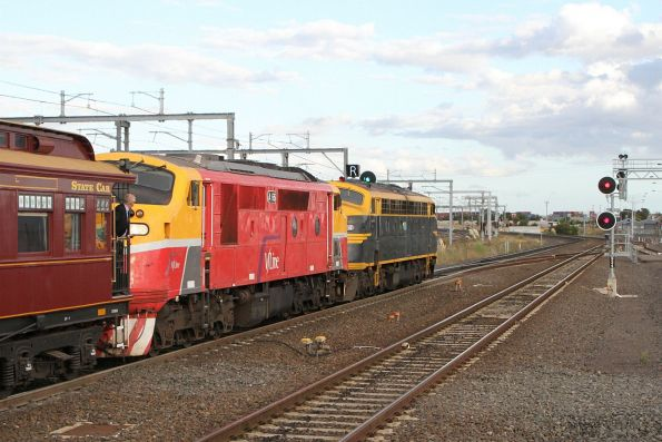 B74 leads A66 through Sunshine on the return run from Warrnambool bound for Southern Cross