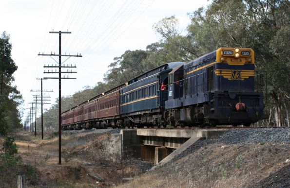 T320 leads on the return to Seymour