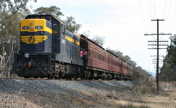 T357 trails on the return to Seymour