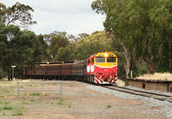 Running through the platform at Strathmerton