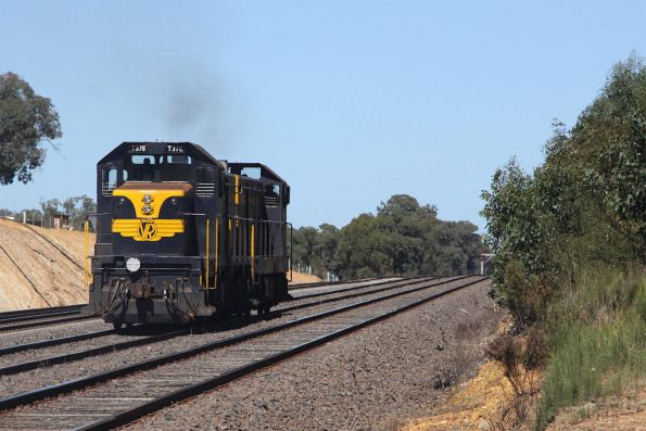 Headed back on hire to El Zorro, after hauling the weekend SRHC special to Maryborough