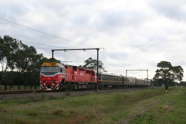 N468 leads a SRHC charter to Traralgon at Beaconsfield
