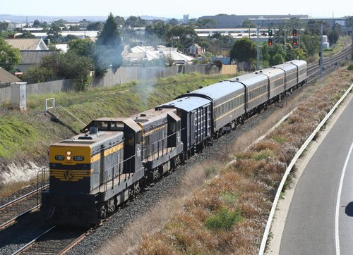 T357 - T320 at North Geelong on SRHC's 'Warrnambool Blue' tour