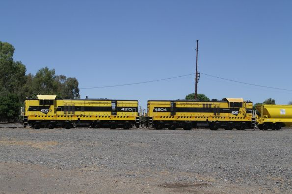 SSR's 4910 and 4904 at Benalla, ready to transfer a rake of new BGGX/BGGY grain hoppers north to NSW