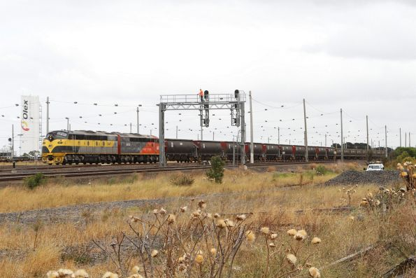 S317 and S302 lead a SSR up broad gauge grain through Tottenham Yard