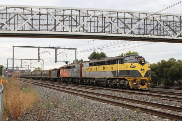 S317 leads S302 on a down Deniliquin grain through Sunshine