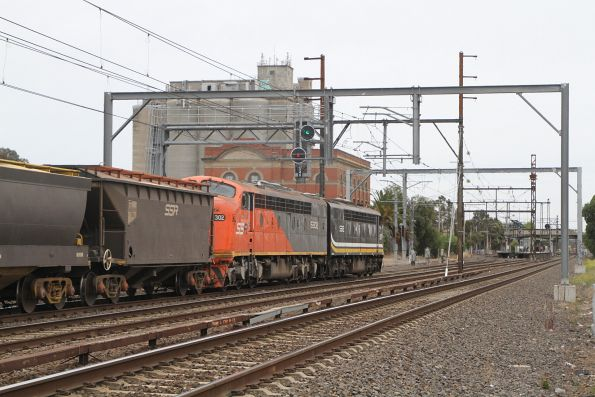 S312 leads S302 on a down SSR grain through Albion bound for Bendigo
