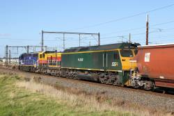 C504, 4911 and RL302 lead 3KC8 northbound empty grain from Geelong to Junee through Altona Junction