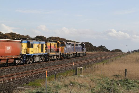 C504, C507, 4911 and 4532 lead a down SSR grain through Manor Loop headed for Dimboola