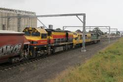 C509, GM10 and BRM001 head north through Sunshine on 7KV2 grain from western Victoria to NSW