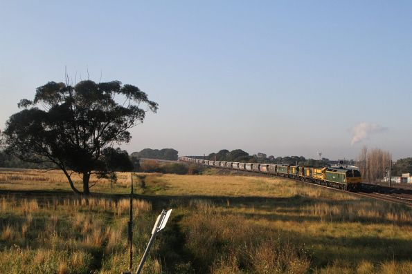 RL304, 4917, 602, 4908 and RL306 lead 3KV1 up SSR grain through Tottenham from Western Victoria to NSW