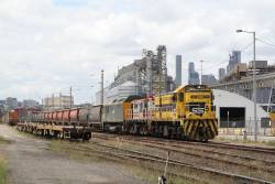 4917, 48s34 and RL302 unload their grain consist at Appleton Dock