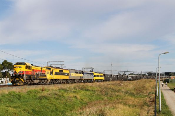 4911 leads GM22, GM27, S311 and CLF1 on an up SSR grain at Sunshine