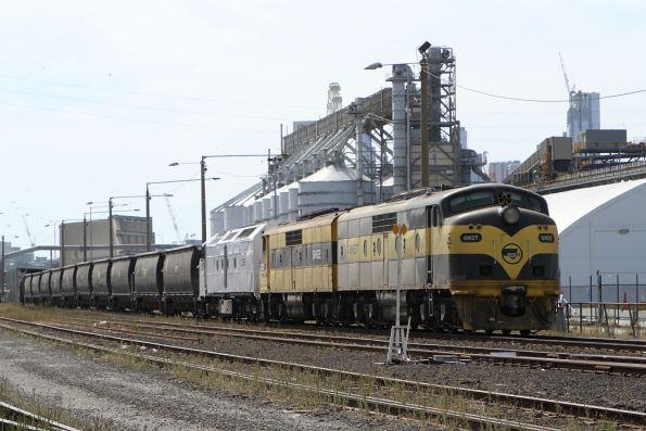 GM27 leads GM22 and CLF3 on a SSR grain train unloading at Appleton Dock