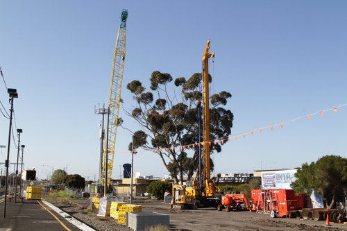 Piling rig and mobile crane in place on the western side of the St Albans work site