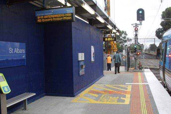Passenger information and signage installed on the temporary St Albans platform 2