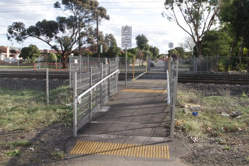 Willis Street pedestrian crossing between Ginifer and St Albans stations